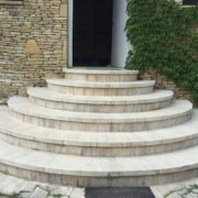 Budakalászi korongvágott mészkő lépcső